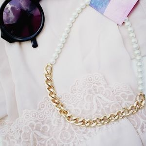 [ Urban Outfitters ] Chunky Gold Pearl Necklace